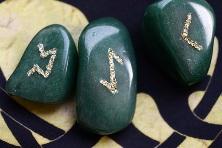 Руны из зеленого кварца в интернет магазине Magic-Kniga