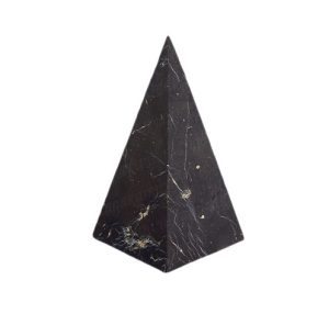 Пирамида из шунгита высокая неполированная 5 см