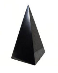Пирамида из шунгита высокая полированная 9 см