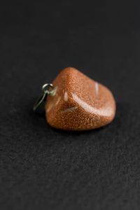 Кулон маленький из камня. Авантюрин красный